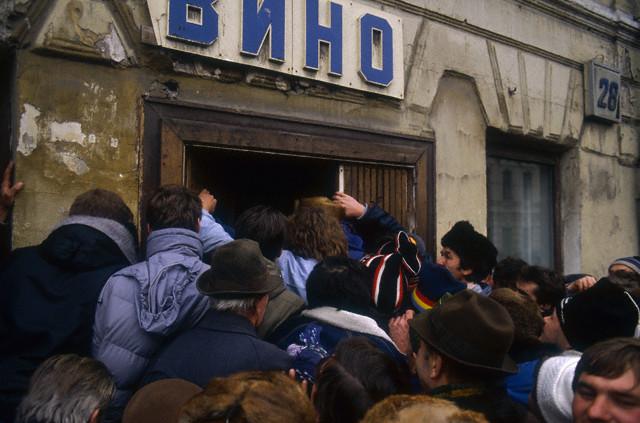 Взятие на абордаж винного магазина в Советском союзе