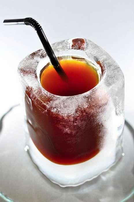 Ледяной кофе в ледяном стакане