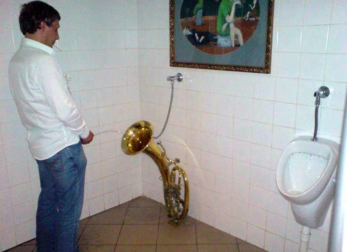 Саксофон-писсуар