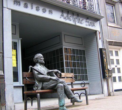 Памятник Адольфу Саксу