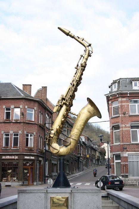 Памятник саксофону