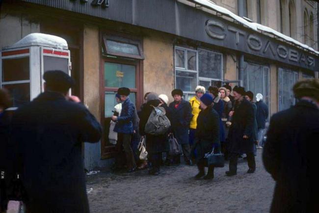Горячие пончики на улице Горького, 1975 год.