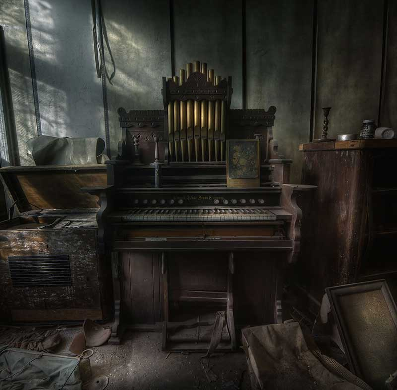 The Organist at an abandoned manor house a step back in time