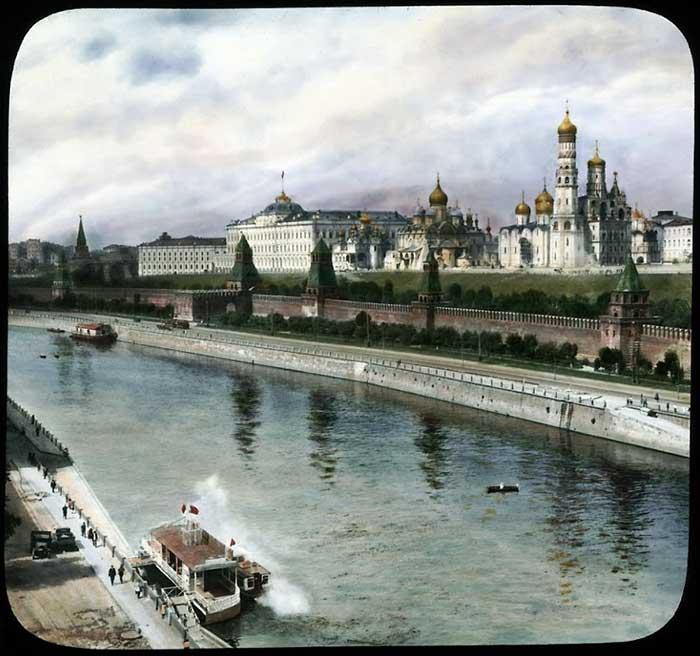 Вид на Кремль с набережной