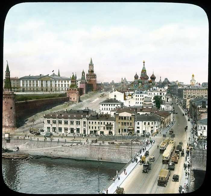 Вид на Кремль как-то поживее, чем сейчас