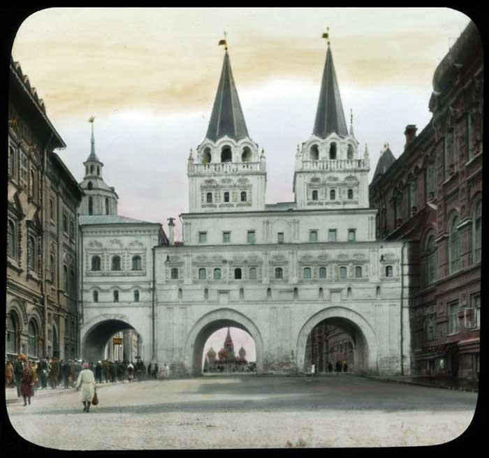 Иверские ворота. Уничтожены в 1931 году