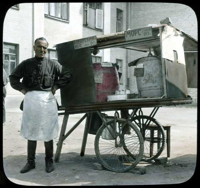 Продавец баварского кваса и морса