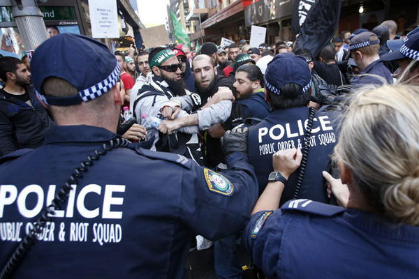 Австралийские мусульмане потребовали отрубить головы всем оскорбляющим пророка.
