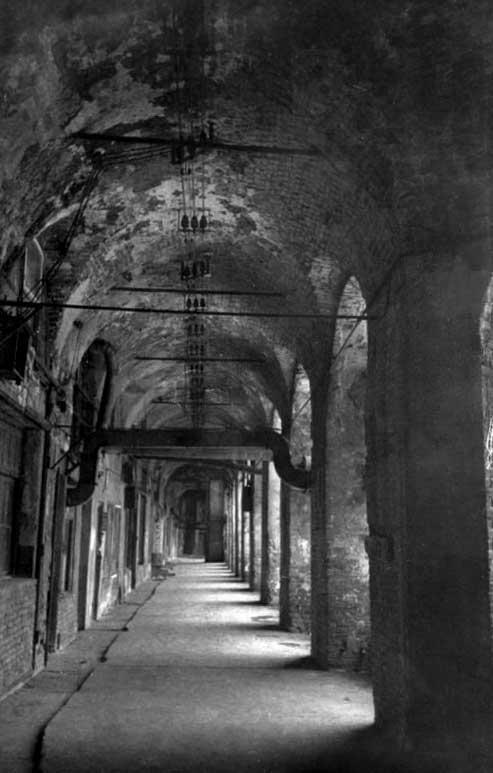 Старый Гостиный двор, Хрустальная линия