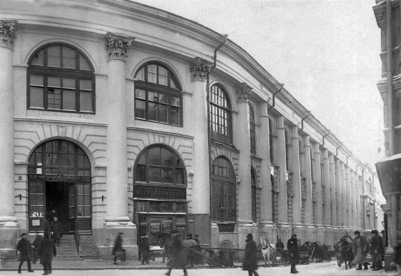 Старый Гостиный двор, Хрустальный переулок