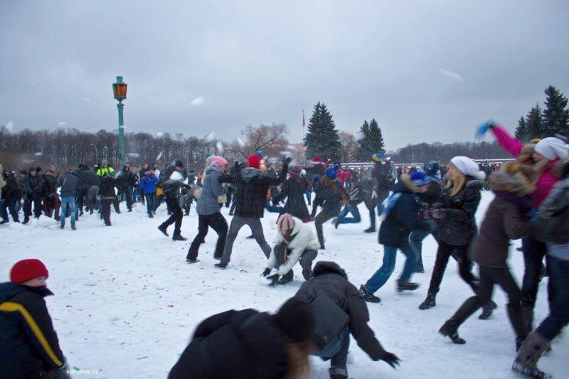 Снежками против власти