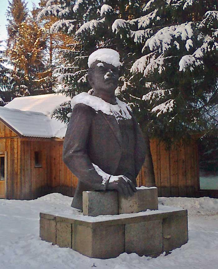 Ленин под снегом