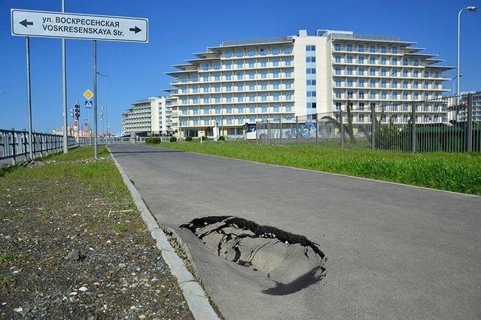 В Сочи никто не живет.