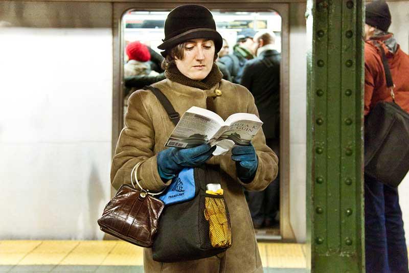 http://pepsimist.ru/wp-content/uploads/2015/06/n-y-s-l/NY_subway_lib_006.jpg