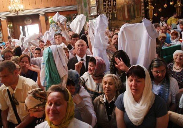 Врачи Симферополя освящают медицинские халаты у мощей святителя-хирурга