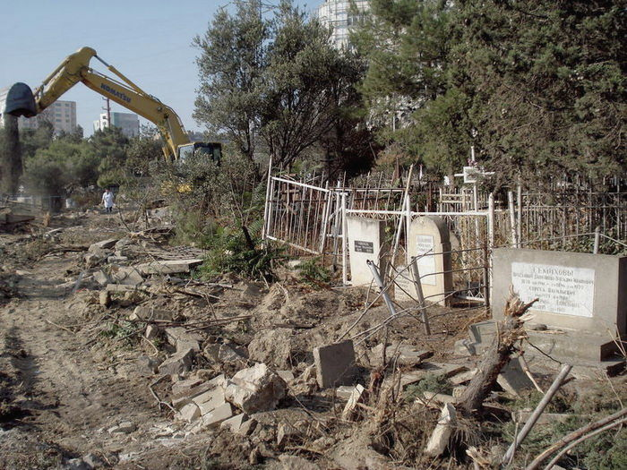 Российская любовь к отеческим гробам