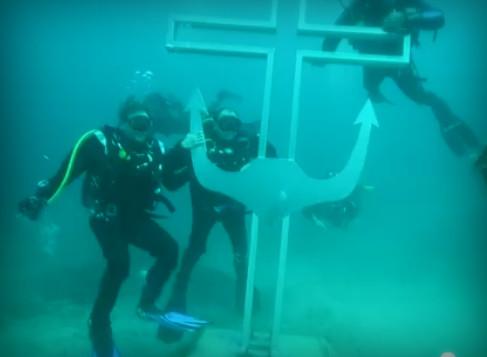 Первый в мире подводный крест с якорем