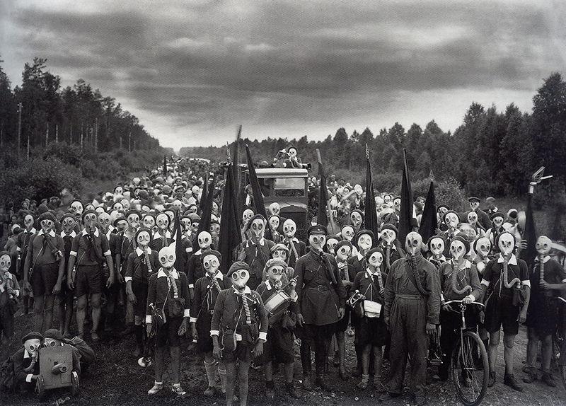 © Виктор Булла 'Оборона пионеров' 1937