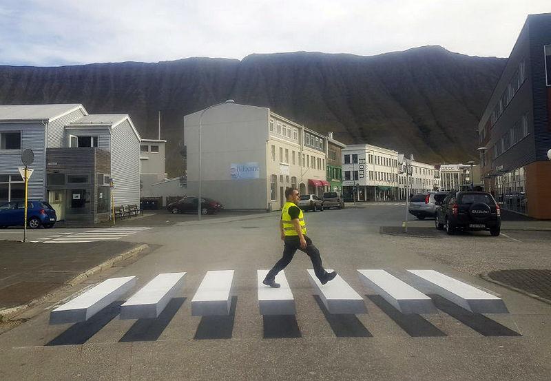 «Парящий полицейский» в Исландии