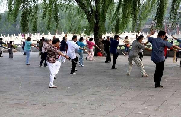 Китайцы в парке