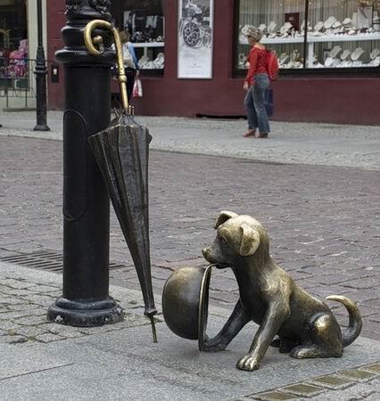 Памятник псу Фафику и псу Филусу