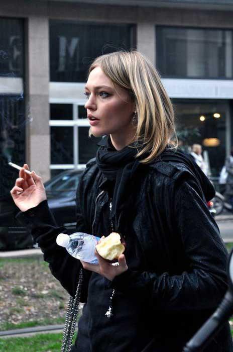 Курящие девушки